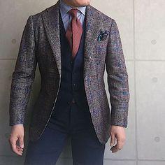 . 2017/03/10. . おはようございます✨. . 今日はこんな感じで✨. . . . Jacket #Brillaperilgusto Tie #TitoAllegretto Shirts #Beamsf Gilet #TAGLIATORE Chief #STEFANOCAU Pants #PT01 * * * #mensstyle #mensfashion #menswear #mnswr #wiwt #fashionable #me #photooftheday #picoftheday #instagood #instastyle #instafashion #IGfashion #instacool #coordinate #dapper #ootd #outfit #outfitpost #fashiongram #gentleman #fashionista #dandy #tie