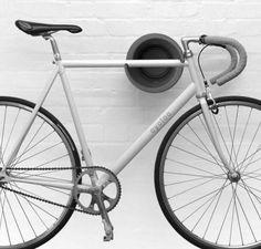 Einfacher geht's nicht mehr: Wandhalter für dein Fahrrad. Hier entdecken und kaufen: http://sturbock.me/MDv