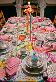 A May Day tablescape that walked straight out of a Monet watercolor ❤❦♪♫