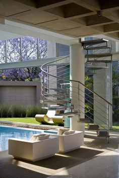 Yet Another Glamourous Architecture Display in South Africa: Glass House