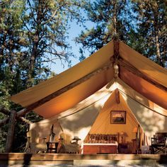 Glamping by Paws Up looks great! If I am gonna go camping this might be the ticket.