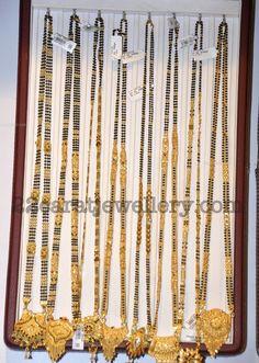 Gold Wedding Jewelry, Rose Gold Jewelry, Beaded Jewelry, Gold Mangalsutra Designs, Gold Jewellery Design, India Jewelry, Jewelry Sets, Gold Bangles, Gold Haram