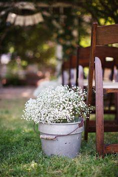 Shabby Chic Backyard Wedding Decor / http://www.deerpearlflowers.com/best-rustic-country-wedding-ideas/