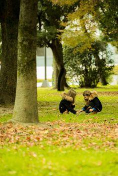 https://flic.kr/p/AEWPRh | 紅葉の平和公園と旅行者の子供 | Autumn in peace memorial park Hiroshima.