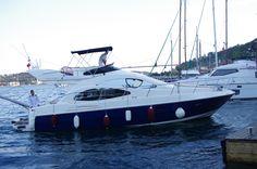2010 Model (Azimut 42) Süper Lüks Motor Yat 2 x Cummins motor ile 30 deniz mili süper hız ve konfor Flybridge özelliği ile ikinci katta güneşlenme alanı. Yataklı : 4 kişilik Yemekli : 6 kişilik #denizsizasla