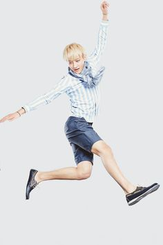 Girly Tao once again. Jumping and frolicking amongst the imaginary flowers. xD
