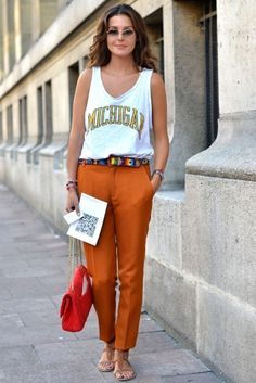 loving the contrast between graphic tee and rustic orange slacks