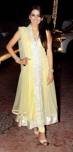 Geeta Basra at Shilpa Shetty's #Diwali bash. #Bollywood