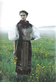 Magazine:Vogue Nippon Title:Myth and Folklore Model:Carmen Kass Photographer:Yelena Yemchuk Carmen Kass, Folk Fashion, Ethnic Fashion, Modern Fashion, Fashion Design, Russian Beauty, Russian Fashion, Russian Style, Folklore Mode