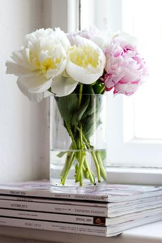 Spring Home Decor with peonies:ExQuisite!..IMagine the Splash Of Colors.. fOr Val.ent.ines...