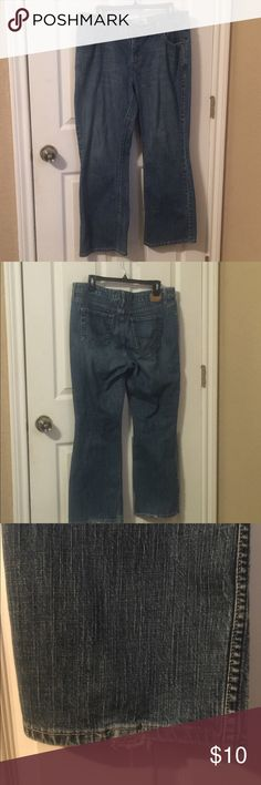 Women's Levi Signature Jeans Great condition, slight rips at bottom of jeans, pictures. Inseam to hem of jeans is 26 inches Signature by Levi Strauss Jeans Boot Cut
