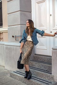 Jenelle W. - LEOPARD PRINT AND DENIM Leopard Print Outfits, Leopard Print Skirt, Realisation Par, Blazer And Shorts, Girl Fashion, Fashion Outfits, Slip Skirts, Fall Trends, Vintage Denim