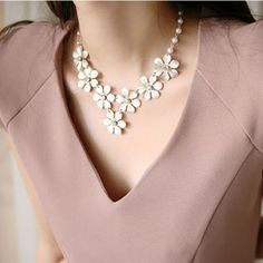 £3.48 Elegant Style Flower Patterns and Faux Pearl Embellished Necklace For Women, AS THE PICTURE in Necklaces | DressLily.com