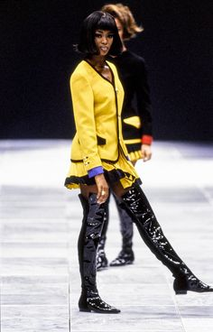 Versace Fall 1991 Ready-to-Wear Fashion Show - Naomi Campbell