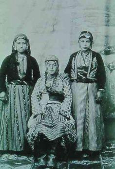 Young Armenian women of Diyarbakır.  Late-Ottoman era, 1903