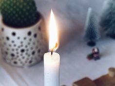 In der Hoffnung auf eine erholsame Nacht und ein gesundes Morgen #fieberndeskind #hustendeskind #leidendeskind...  . Cosy days in slowmotion... . #candlelight #cosydays #slowdown #slowliving #tv_living #theartofslowliving #finditliveit #nothingisordinary_ #nothingisordinary #stylingtheseasons #simpleandstill #calm #calmdown #christmastime #weihnachten #weihnachtsdeko #weihnachtszeit #weihnachtenstehtvordertür #advent #itsbeginningtolookalotlikechristmas