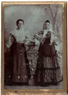 121002-pair-of-girls.jpg photo by fofka
