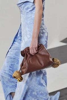 Loewe Fall 2020 Ready-to-Wear Fashion Show - Vogue Fall Fashion Week, Fashion Show, Autumn Fashion, Paris Fashion, Vogue Paris, Tankini Swimsuits For Women, How To Wear Scarves, Fall Shoes, Loewe