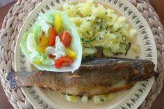 Jak upéct pstruha v troubě | recept Baked Potato, Ham, Mashed Potatoes, Vitamins, Clean Eating, Healthy Recipes, Healthy Food, Fish, Chicken
