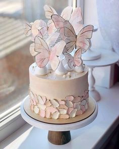 A butterfly wedding cake would be perfect for a summer wedding. Butterfly Birthday Cakes, Cute Birthday Cakes, Beautiful Birthday Cakes, Birthday Cakes For Women, Butterfly Cakes, Beautiful Cakes, Amazing Cakes, Butterfly Wedding, Cakes With Butterflies