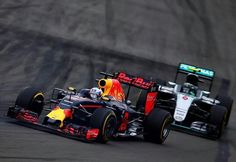 Daniel Ricciardo (Red Bull-TAGheuer) e Nico Rosberg (Mercedes)/ Gp Canada Race _____________________________ #DanielRicciardo #RedBull #RedBullF1 #RedBullF1Team #Gp #Canada #Montreal #GpCanada #CanadianGp #F1 #Formula1 #F12016 #Formulauno #Formulauno2016 #Formulaone #Formulaone2016 #sickkcars #autoracing #automobilismo #car #cars #carstagram
