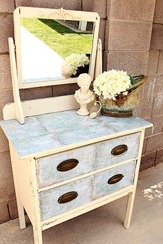 Mod Podge Round: Antique Vanity Robin from Garage Sales R Us. Lots of great stuff on her site! Redo Furniture, Painted Furniture, Furniture Fix, Home Decor, Recycled Furniture, Furniture Inspiration, Home Diy, Mod Podge, Cool Furniture