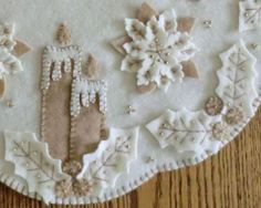 white on white wool applique Penny Rug Patterns, Wool Applique Patterns, Felt Applique, Embroidery Patterns, Quilt Patterns, Embroidery Applique, Christmas Tree Design, Felt Christmas Ornaments, Christmas Crafts