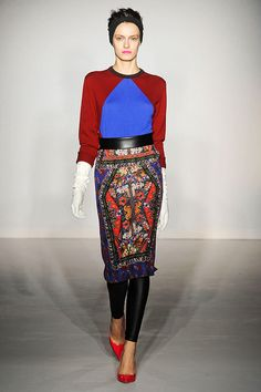 If at first intended to tighten the belt pants or skirts that are too big so as not to oversize, after much development, this belt is now fashionable to have a deeper meaning, ranging from the function as a binder pants or skirt, to the aesthetic side of which is used to sharpen or affirm a form of dress style and taste