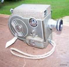 1940's REVERE EIGHT MODEL 77 8MM MOVIE CAMERA VINTAGE   $65.00 DISCOUNTS