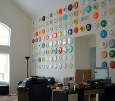 could be done with plates, paper samples. Frisbee Wall Art by Philo Copenhagen, coolandcollected Ultimate Frisbee, Disc Golf, Displaying Collections, Cool Walls, Home Projects, Man Cave, Wall Mount, Wall Decor, Wall Art