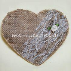 Μπομπονιέρα γάμου καρδιά λινάτσα με δαντέλα. Με Μεράκι Μπομπονιέρες www.me-meraki.gr
