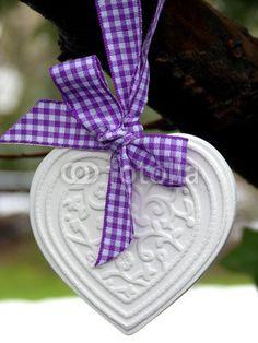 Herz mit lila Schleife