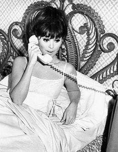 Marlo Thomas  as Ann Marie  in That Girl (TV Series 1966–1971)
