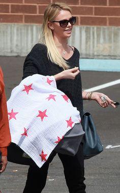 Awwww! New mom Charlize Theron looks cute running errands with her son Jackson! http://eonli.ne/HdRwxA