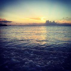 【aaa8ka7】さんのInstagramをピンしています。 《台風 無事に過ぎますように👏 @wa_chan1204 と行った 台風前の 穏やかな 海🌴✨ #偶然 #出会い #台湾人の女の子 #謝謝 #沖縄 #読谷 #lifeisjourney #okinawa #残波 #beach #typhoon #sunset #jalanjalan #海 #好き #1987 #同い年 #seeyouagain ♡》