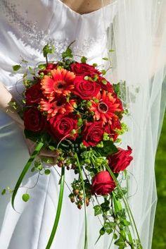 Gerberas wedding flower http://weddingflowersideas.blogspot.com/2014/06/gerberas-wedding-flower.html