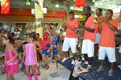 Bailinhos de Carnaval animam o público do Santa Cruz Shopping   Jornalwebdigital