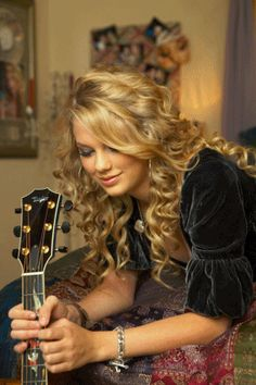 taylor guitar cute - Taylor Swift Photo (20479025) - Fanpop