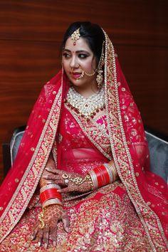 #SABYASACHI #Sabyasachibride #indianbride #bridalportrait Sabyasachi Bride, Punjabi Bride, Bridal Portraits, Lehenga