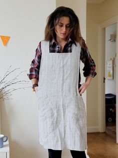 adult apron with pattern and measurements. beginner sewing level - they use linen & a serger (both new to me! Sewing Aprons, Sewing Clothes, Sewing Hacks, Sewing Tutorials, Textiles, Clothing Patterns, Sewing Patterns, Apron Patterns, Apron Pattern Free