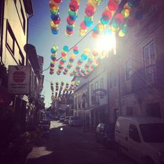 O Sol brilha no AgitÁgueda ;) #agitagueda #agitagueda2014 #agueda #jasofaltastu #music #concerts #umbrellas #streetart #umbrellaskyproject #agueda #cmagueda #media #arteurbana #chapéus #céu #música #arteurbana