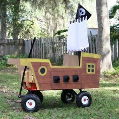 For Buccaneers Big and Small: DIY Pirate Ships - halloween costumes - Pirate Birthday, Pirate Theme, Birthday Fun, Holidays Halloween, Halloween Crafts, Halloween 2020, Pirate Halloween Party, Couple Halloween, Halloween Ideas
