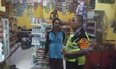 Tingkatkan Keamanan Bhabin Polsek Denbar Polresta Denpasar Sambang Toko Ratna http://ift.tt/2x6vWIi