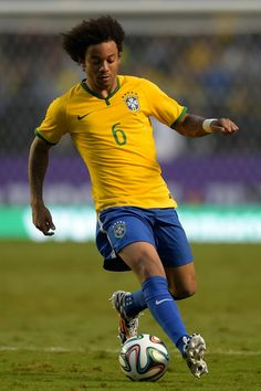 Marcelo Photos - Marcelo of Brazil runs with the ball during the International Friendly Match between Brazil and Serbia at Morumbi Stadium on June 2014 in Sao Paulo, Brazil. - Brazil v Serbia Brazil Football Team, National Football Teams, Sport Football, Brazil World Cup, Fifa World Cup, Soccer Stars, Sports Stars, Sports Personality, Neymar Jr