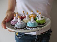 amigurumi birthday cakes