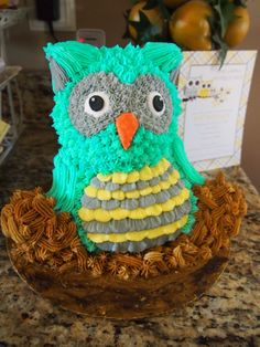How fantastic is this owl cake at a gender neutral baby shower? Owl Shower, Ladybug Cakes, Owl Cupcakes, My Birthday Cake, Dream Cake, Chocolate Art, Gender Neutral Baby Shower, Project Nursery, Edible Art