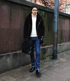 SNART JULLEDIGHET…   Martin Hansson  #fashion #streetstyle #swedish #blogger #MartinHansson #Jofama #FrameDenim #Holebrook #Loake #BottegaVeneta #BlackMQ