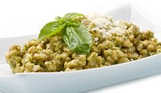 Orzo e farro con aglio e pesto alle zucchine Pesto, Orzo, Risotto, Ethnic Recipes, Food, One Pot, Zucchini, Recipes, Meal