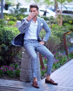 Gray window pane suit with brown tassel loafers with a white shirt and white pocket square Indian Men Fashion, Mens Fashion Blog, Mens Fashion Suits, Terno Slim Fit, Moda Men, Moda Formal, Best Street Style, Formal Men Outfit, Mode Costume