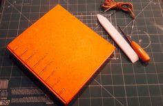 Caderno super ecológico, forrado com papel reciclado e costurado com cordel de cânhamo, para você desenhar ou anotar suas melhores lembranças.